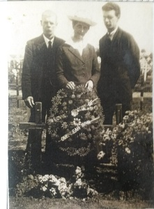 03 James, Annie and Stanley 1919
